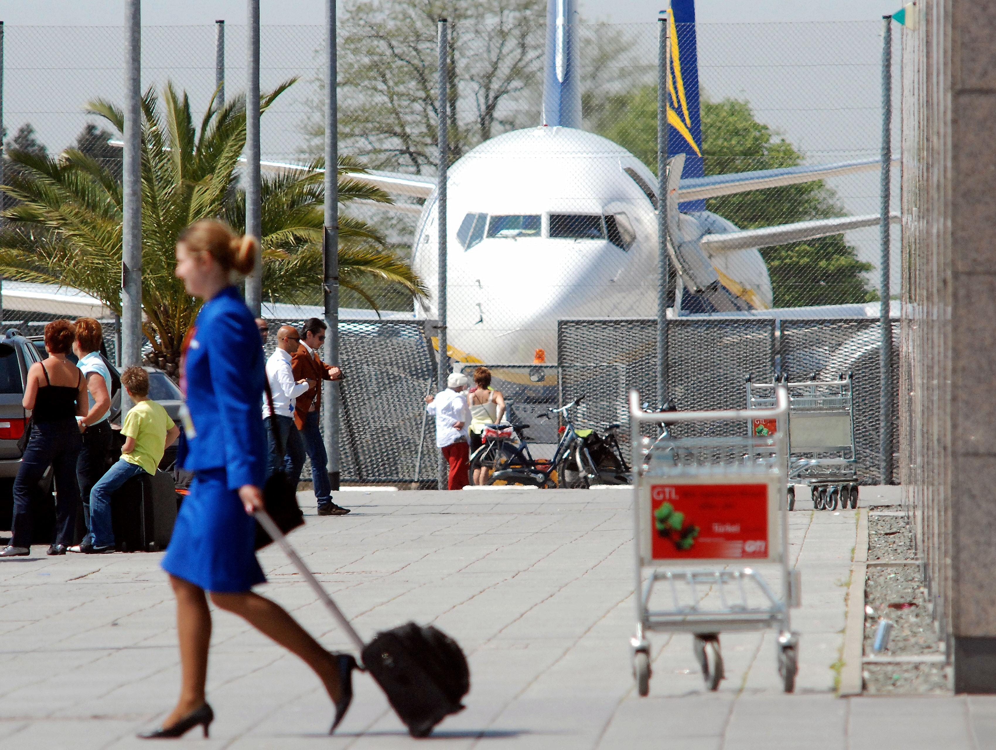 stewardess Ryanair